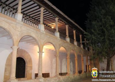 Vista nocturna del Claustro por fuensanta.info